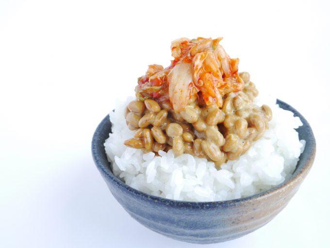 納豆キムチを乗せたご飯