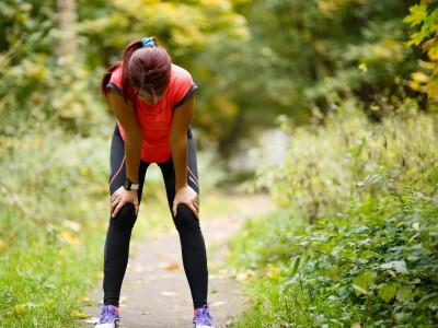 ジョギングで疲れた女性