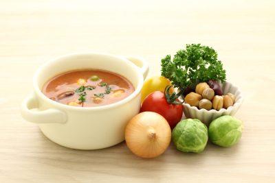 トマトスープとその材料