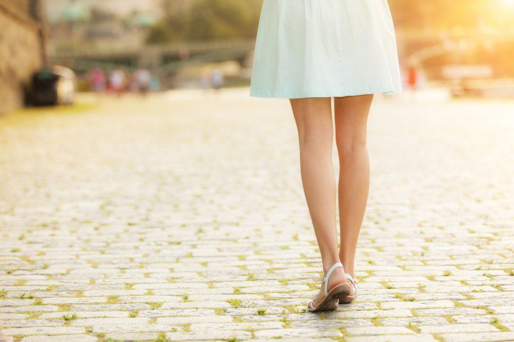 美しい脚の女性