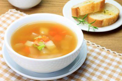 野菜盛りだくさんのコンソメスープ