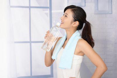 水を2リットル飲む