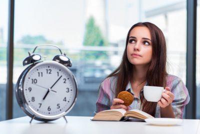 規則正しい朝食の時間 イメージ