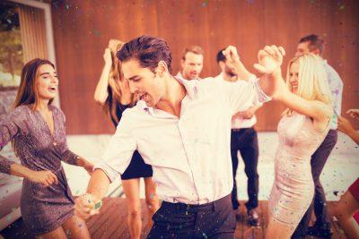 ダンスを楽しむ人達
