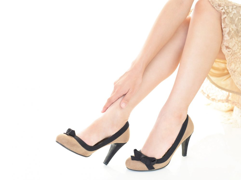 ハイヒールを履く美脚になった女性