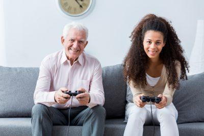 Xboxでゲームをする人たち