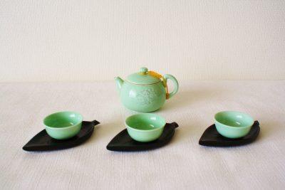 プーアル茶と3つの茶飲み茶碗
