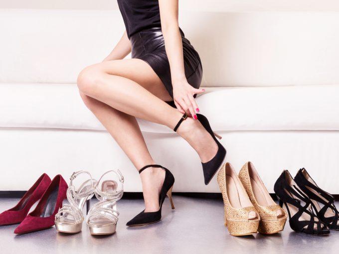 綺麗な細い足首の女性