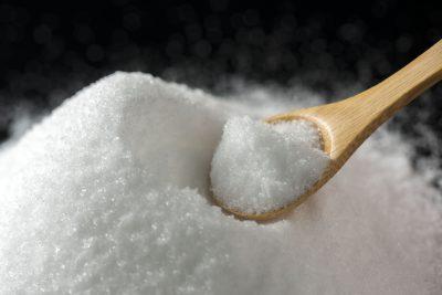 大量の塩と匙