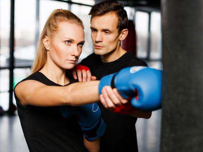 ボクシング コーチと女性