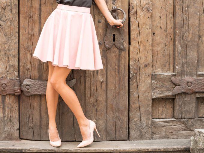 美しい脚線美の女性