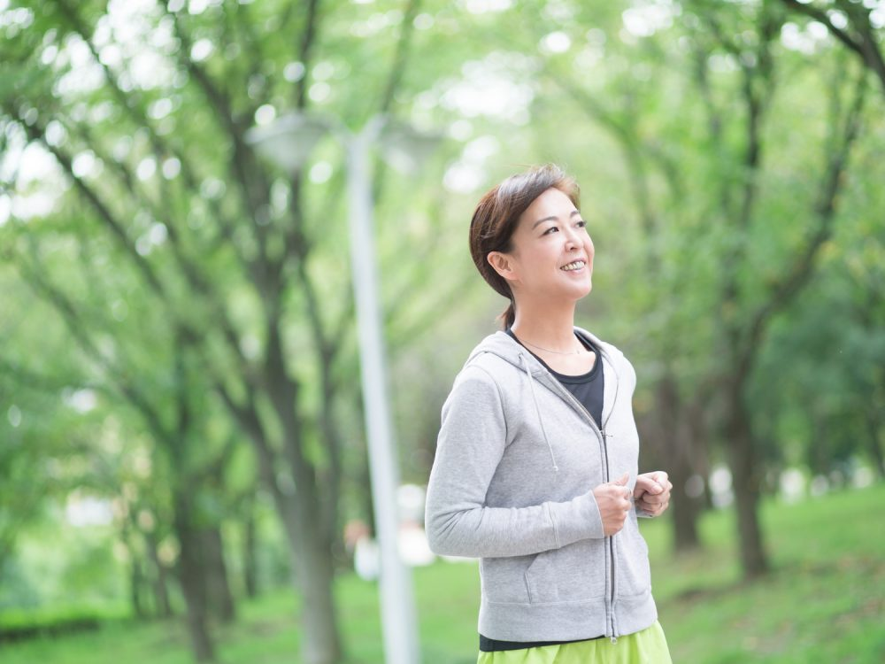 有酸素運動 スロージョギングをする女性