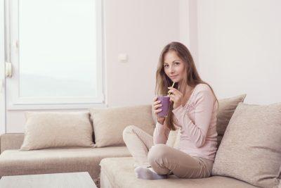 プロテインダイエットをする女性
