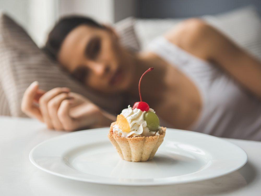 ダイエット中の空腹感を表すイメージ