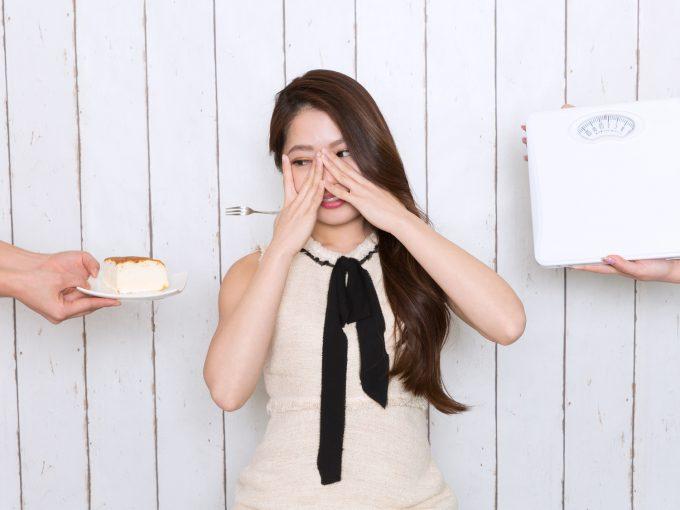 自己管理能力を表す画像 ケーキと体重計