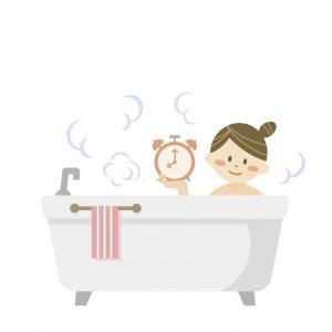 時間をかけてお風呂で温まる女性