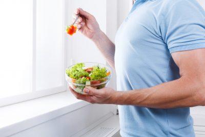 野菜を先に食べる様子