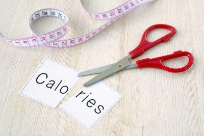 摂取カロリーをカットする様子