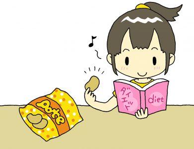 おやつにお菓子を食べる女性