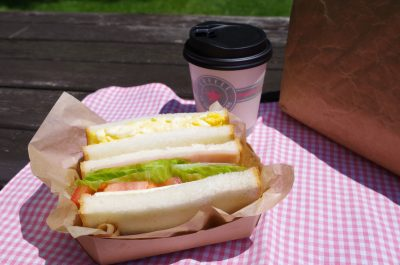 サンドウィッチとコーヒー