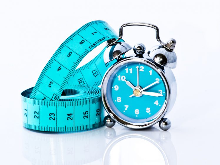 ダイエットと時間を表すイメージ