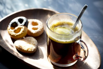 バターコーヒーとお菓子