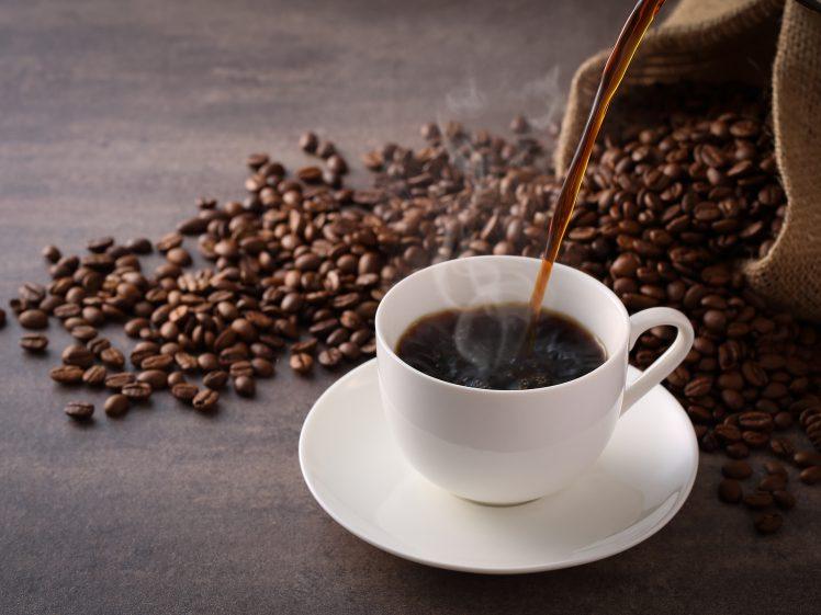 コーヒーを注ぐ コーヒーダイエットのイメージ
