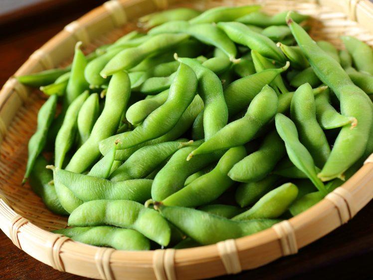 枝豆をざるに盛った様子