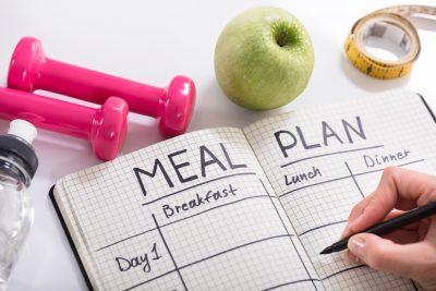 食事プランをノートに書く