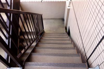 アパートの階段