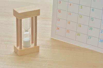 砂時計 カレンダー 木目背景