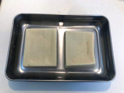 お湯をたっぷりとかけた高野豆腐