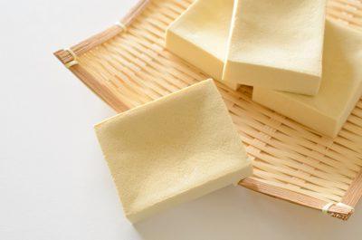 ざるに盛った高野豆腐