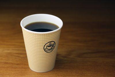 紙コップのインスタントコーヒー