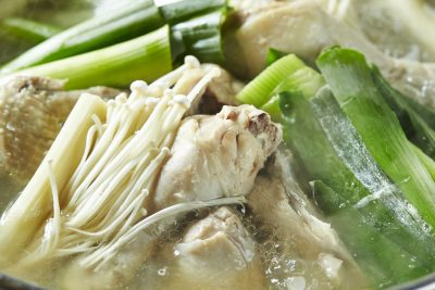 肉や野菜をいれた生姜スープ