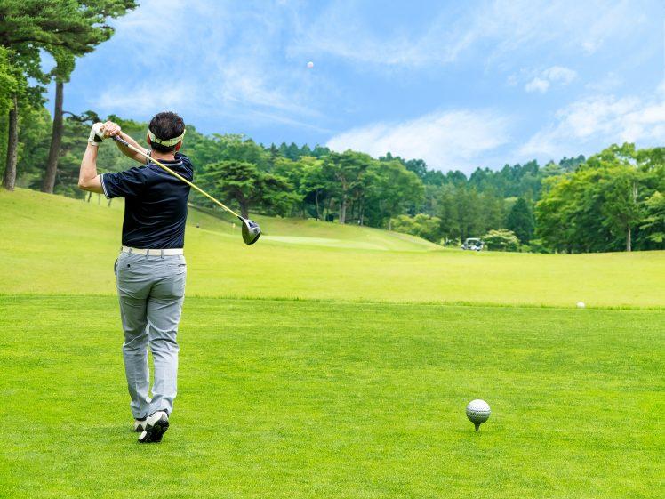 ゴルフダイエットをする人 ティーグラウンド