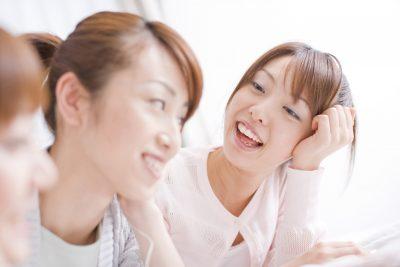 おしゃべりを楽しむ女性達