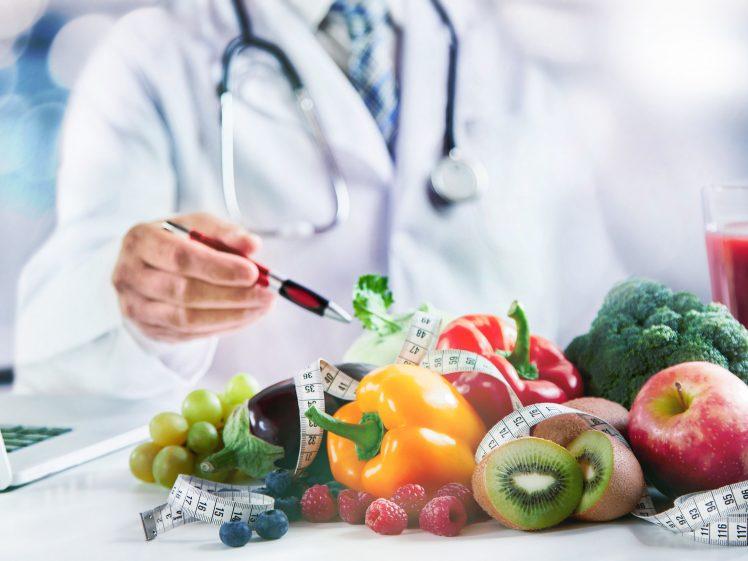 痩せる食べ物を探す研究者